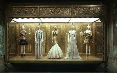 McQueen 22 Fashionably Macabre