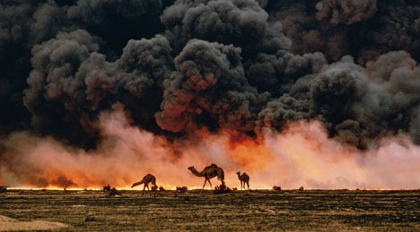 National Geographic, Kuwait, 1991, photo by Steve McCurry, courtesy The Annenberg Space for Photography