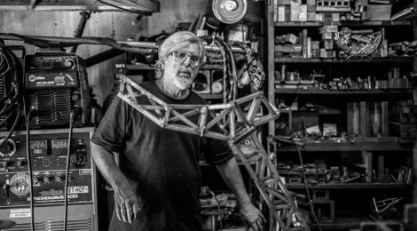 Chas Smith in his machine shop. Photo by Rainer Hosch.