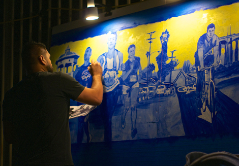 Muralist Ray Vargas at the Ambularte event. Sahra Sulaiman/Streetsblog L.A.