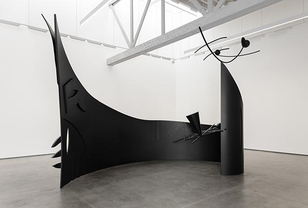 Aaron Curry, STARFUKER, 2015, photography by Fredrik Nilsen, courtesy of David Kordansky Gallery, Los Angeles, CA.
