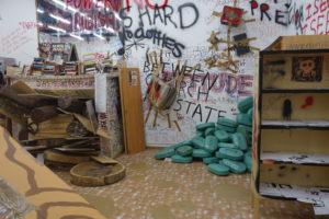 ThomasHirschhorn5 300x200 <h6 class=sub>The Mistake Room: </h6><h1 class=post title entry title>Thomas Hirschhorn</h1>