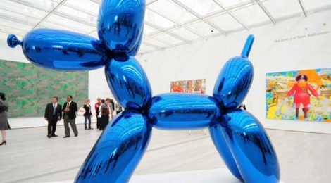 Koon's balloon dog at BCAM opening in Los Angeles, 2008.