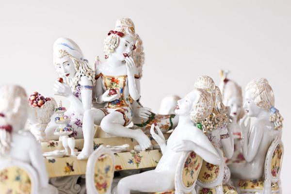 Chris Antemann, Forbidden Fruit Dinner Party (detail), 2013, Meissen Porcelain®, image courtesy of MEISSEN®