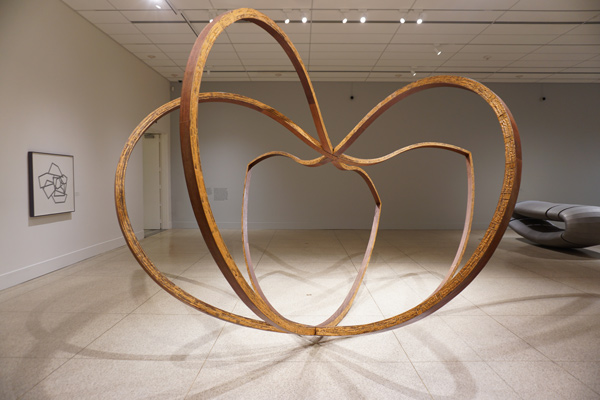 Like a Bird, 1984, ©Richard Deacon, courtesy of the artist, Raymond and Patsy Nasher Collection, Nasher Sculpture Center, Dallas, and the San Diego Museum of Art