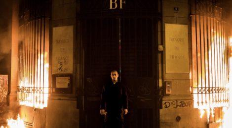 Pyotr Pavlensky outside the Bank of France at Bastille square