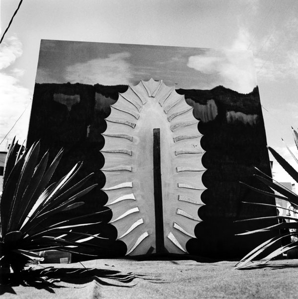 Graciela Iturbide, Virgen de Guadalupe, Chalma, México, 2007, courtesy Scripps College, Ruth Chandler Williamson Gallery.