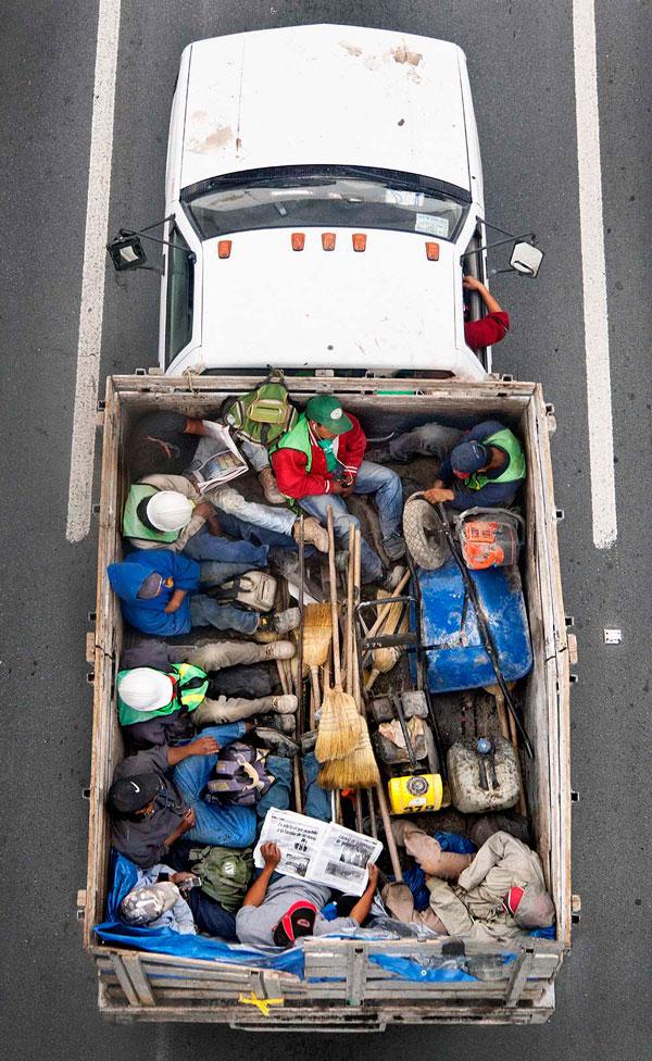Alejandro Cartagena, Carpoolers #50, 2015, courtesy Kopeikin Gallery.