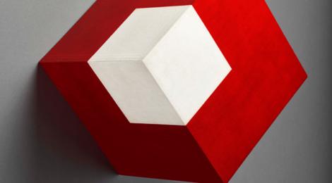Willys de Castro, Objeto ativo (cubo vermelho/branco) / Active Object (Red/white cube) (1962), courtesy Patricia Phelps de Cisneros.