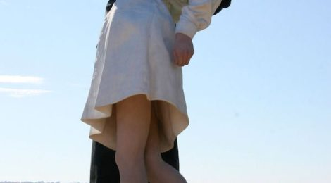 Unconditional Surrender, 2005, designed by artist Seward Johnson currently residing in San Diego.